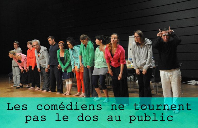 Les comédiens ne tournent pas le dos au public / Grand maximum / Sebastian Lazennec / Theatre