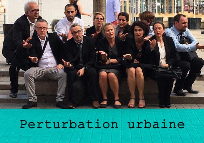 Perturbation urbaine / Grand maximum / Sebastian Lazennec / Theatre de rue / Theatre invisible